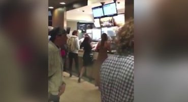 Estas mujeres no quedaron satisfechas con el servicio de McDonald's e iniciaron una guerra de comida