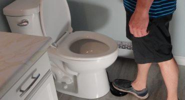 Toilet Foot: El Kickstarter para los que tienen miedo a los gérmenes en el escusado