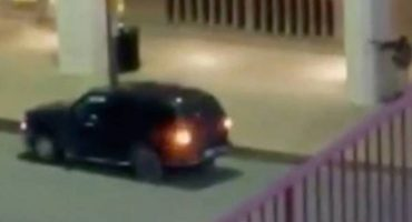 Video capta el momento en el que uno de los atacantes de Dallas le dispara a un policía