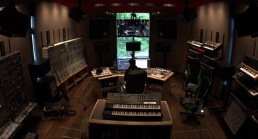 Deadmau5 te invita a su estudio para que escuches su versión de Stranger Things