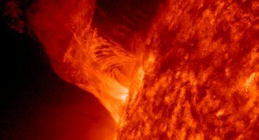 Captan impactante momento de la colisión de un cometa contra el Sol