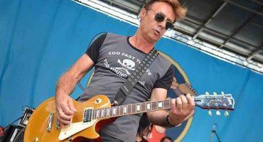Mira a dos integrantes de Sex Pistols tocar en un pequeño bar de Londres