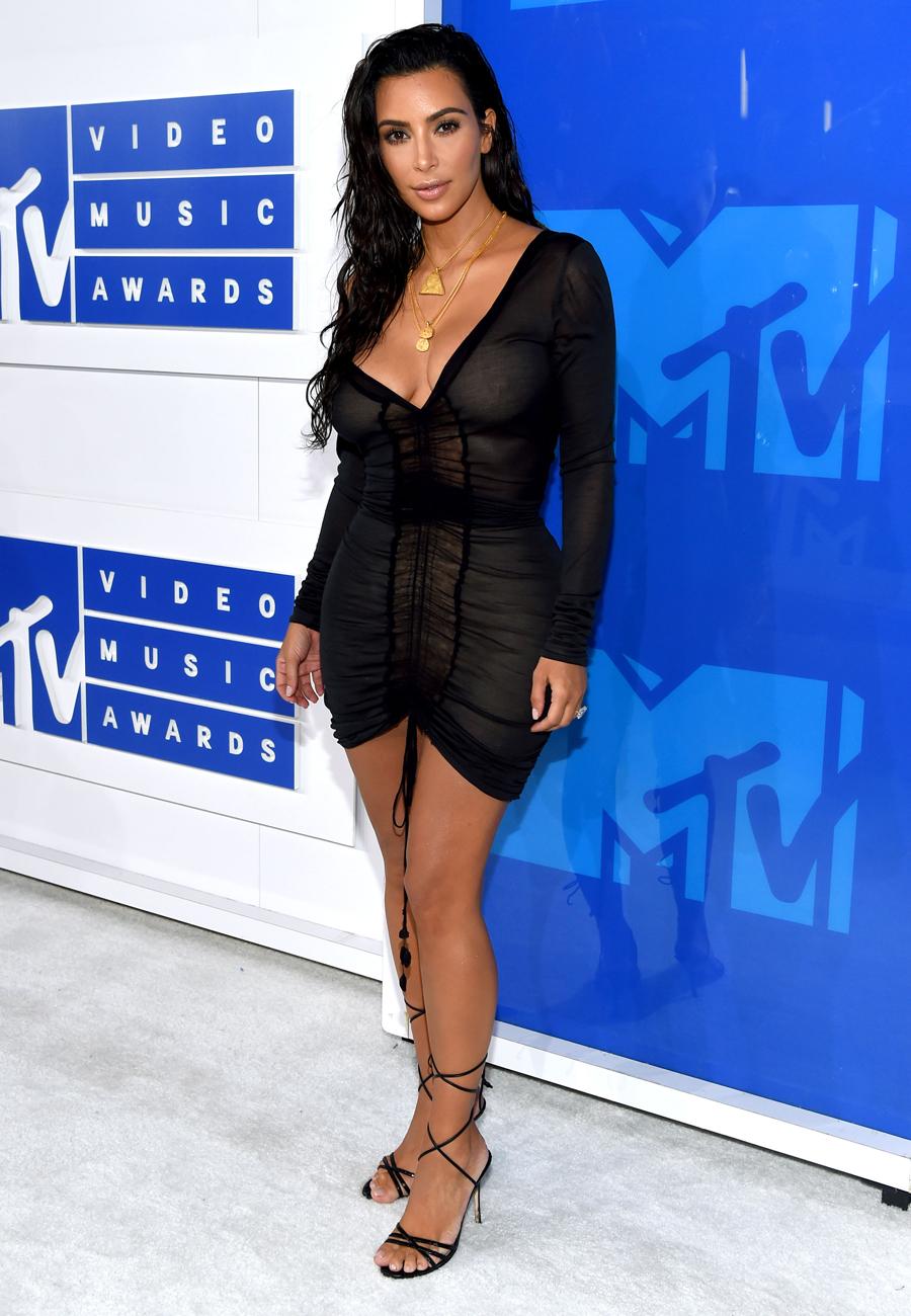 Kim-Kardashian-West-Outfit-VMA-Crop