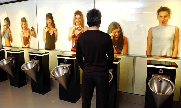Y con ustedes… el urinario que lava y seca el pene en segundos