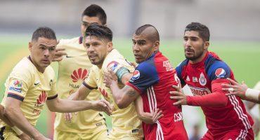 Como de costumbre, Chivas comienza a calentar el partido ante América