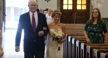 Novia llega al altar del brazo de quien recibió el corazón de su papá