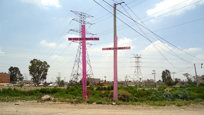 La triste realidad detrás de las cruces rosas de Chimalhuacán