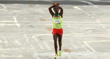 Feyisa Lilesa, medallista olímpico, teme por su vida si regresa a Etiopía