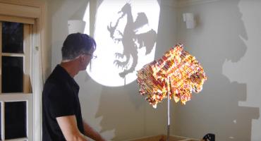 ¡Este sujeto puede hacer las figuras que quiera con las mismas piezas de LEGO!