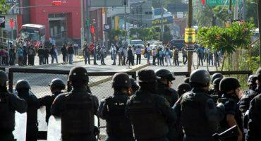 CNTE bloquea accesos a la Guelaguetza; visitantes llegan en patrullas