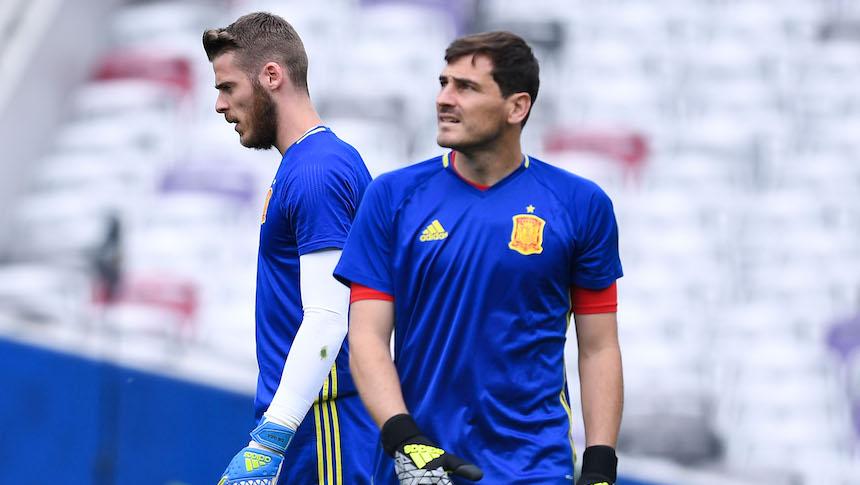 Iker Casillas y David de Gea durante un entrenamiento con la selección de España