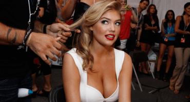 #CatFight: Kate Upton publica una selfie en contra de las Kardashian