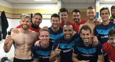 Middlesbrough celebra la victoria con foto y Clayton enseña 'aquellito'