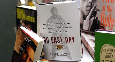 Contó cómo murió Bin Laden en un libro, ahora debe millones de dólares