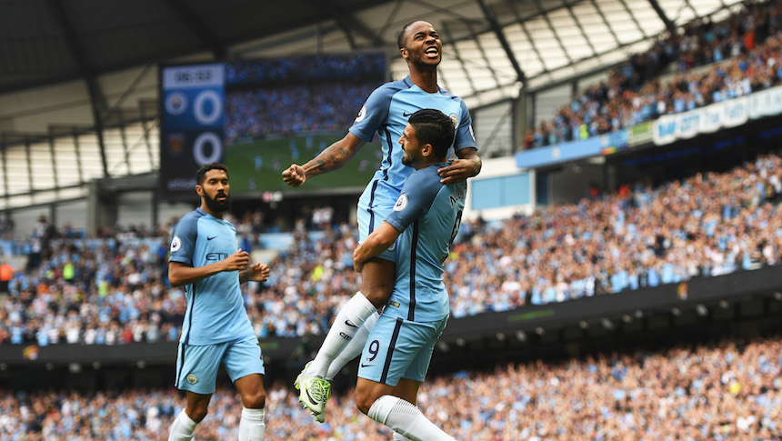 Raheem Sterling celebra el primer gol del partido