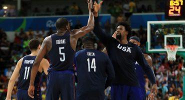 La selección de basquetbol de los Estados Unidos consigue la medalla de oro
