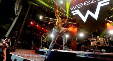 Vocalista de Weezer invita a tocar a su papá al escenario