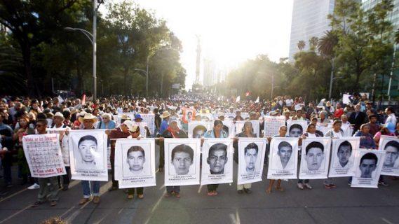 México marcha por los 43 normalistas de Ayotzinapa a 2 años de su ...