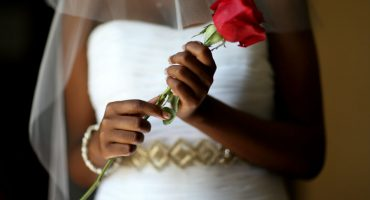 La mujer que quedó parapléjica el día de su boda; sus invitados la tiraron