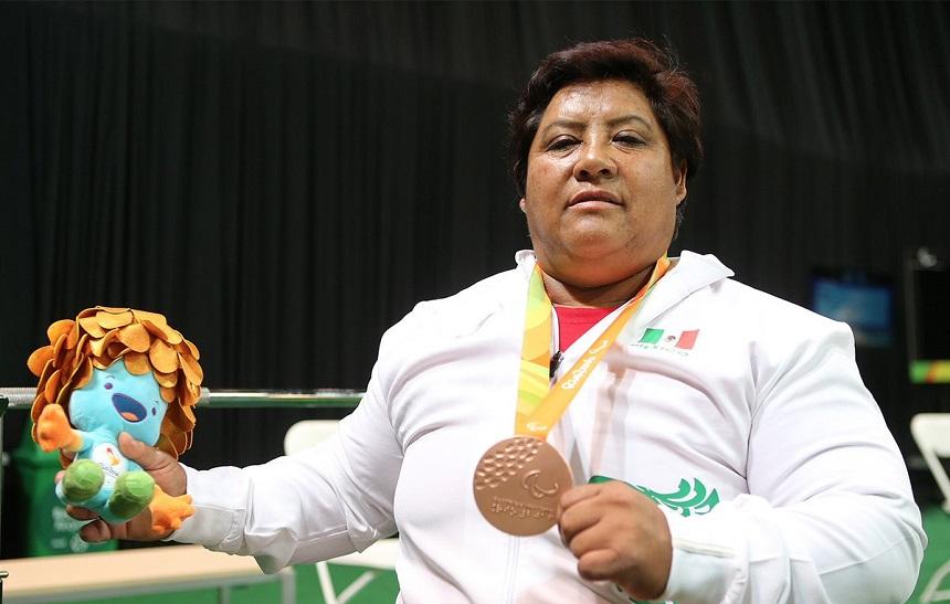Catalina Díaz con su medalla de bronce