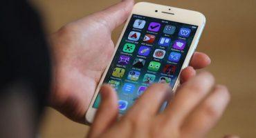 En la nota idiota del día: destruye su iPhone 7 por un video de YouTube
