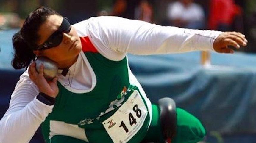 María de los Ángeles Ortiz le da la primera medalla a México