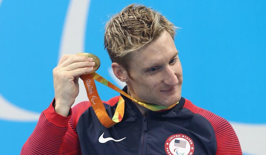 ¿Cómo son las medallas que reciben los atletas paralímpicos con debilidad visual?