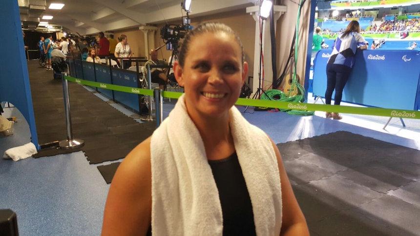 ¡Otra medalla! Nely Miranda gana el bronce en natación
