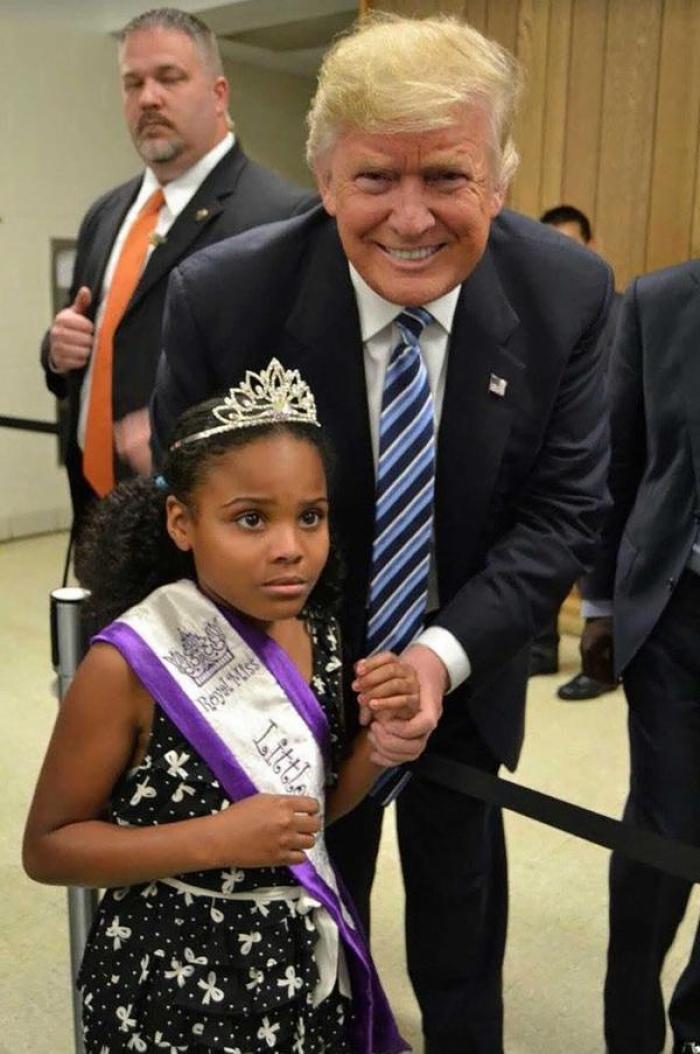 Las diferentes reacciones de una niña al conocer a Trump y a Obama