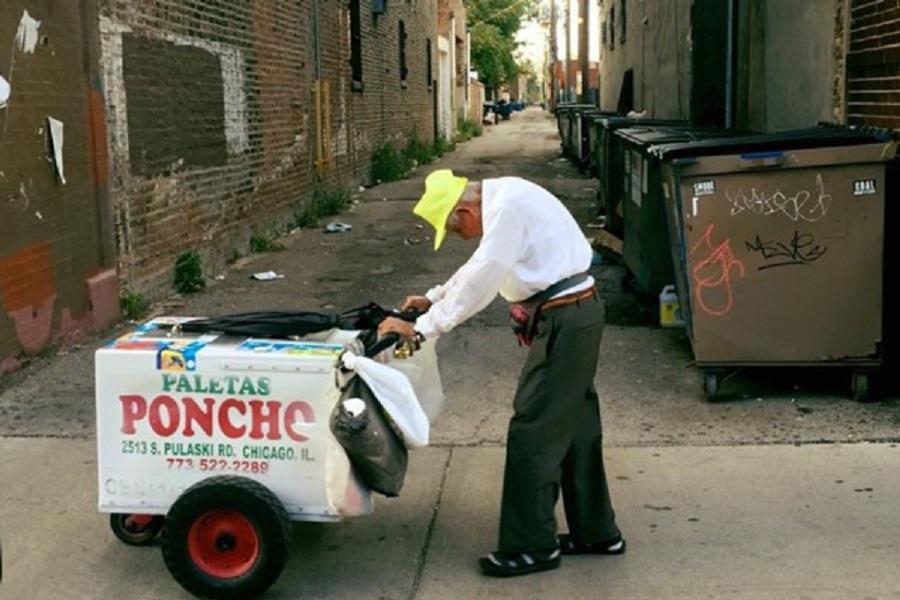 Hombre de 90 años no quiere dejar el trabajo; juntan 130 mil dólares para su retiro