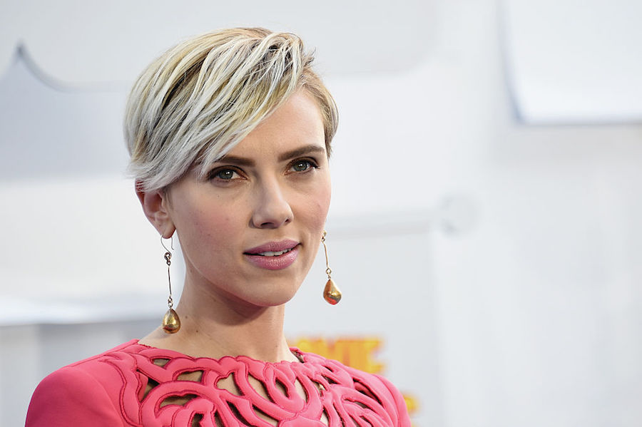 Scarlett Johansson hace cover a New Order.