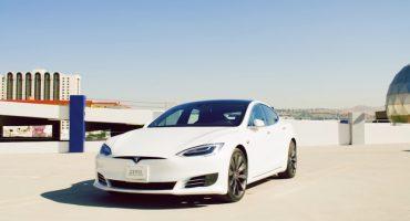 ¿Cansado de conducir? El nuevo auto semiautónomo de Tesla es para ti