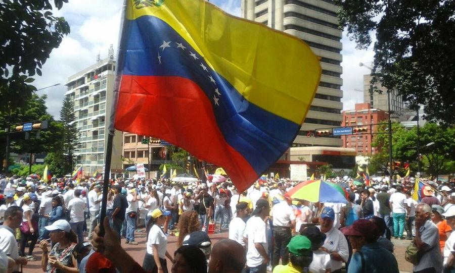 """#VenezuelaLibre: convocan a marcha contra gobierno de Maduro; """"estamos con ustedes"""": Pence"""