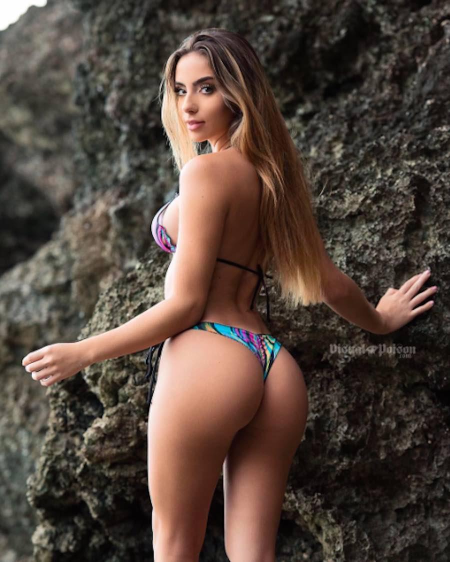 Bruna Lima en la playa