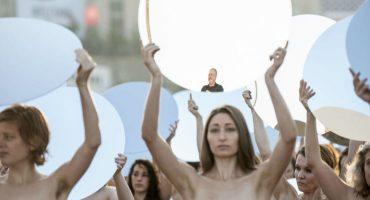 100 mujeres se desnudan para protestar contra Donald Trump