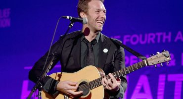 Beck, Chris Martin y Chad Smith debutan con su nueva 'boy band'