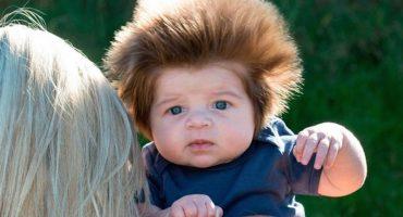 ¡Este bebé de dos meses tiene la melena más genial que existe!