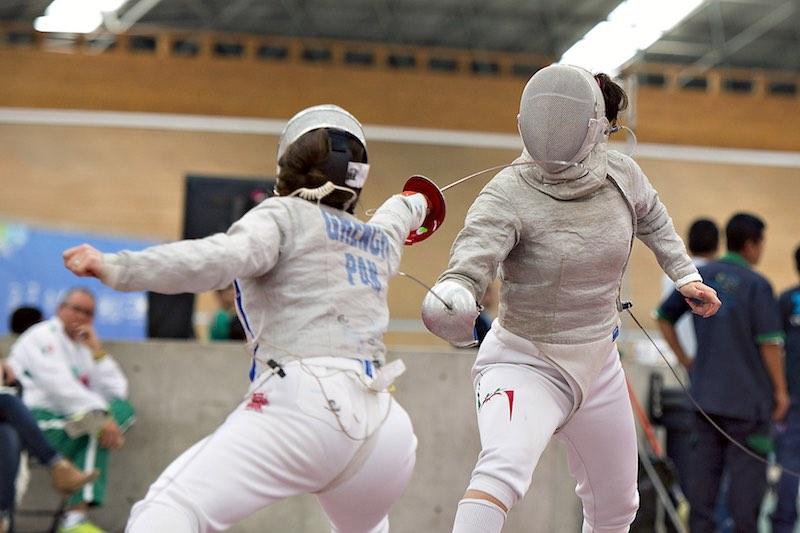 Paola Pliego peleando