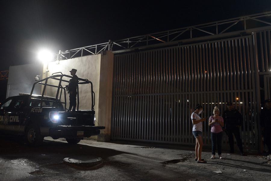 Encuentran hieleras con restos humanos cerca de penales de Topo Chico y Apodaca, en Nuevo León