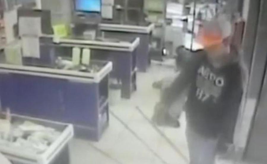 Jóvenes asaltan una tienda de autoservicio en la colonia Doctores