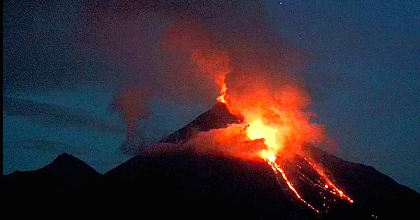 La erupción del volcán de Colima provocó la evacuación de dos localidades