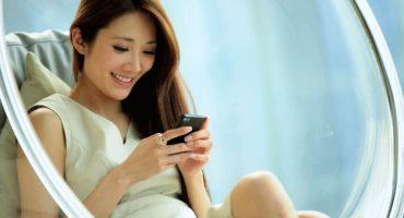 El plan perfecto: mujer vende los iPhone 7 de sus 20 novios y se compra una casa