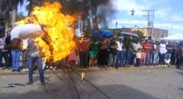 Saltar un aro en llamas no es la mejor forma de conmemorar la Revolución Mexicana