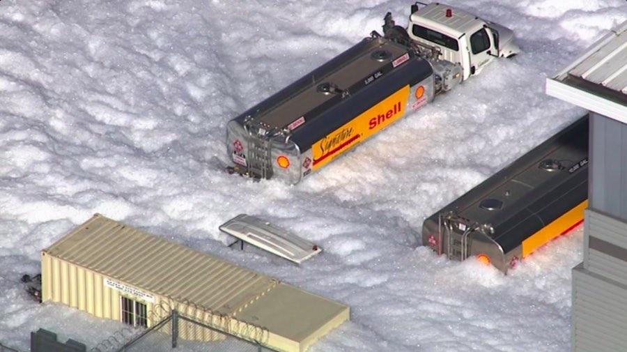 La enorme ola de espuma que invade California