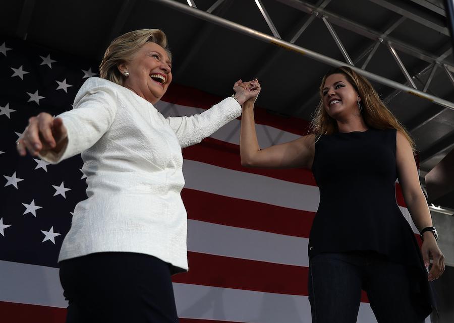 Alicia Machado participa en rally de Hillary Clinton buscando el voto latino