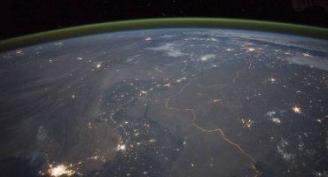 ¿Qué es el curioso resplandor verdoso que recubre el cielo en Reino Unido?