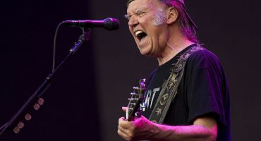 Que siempre sí: ¡Neil Young regresa a los servicios de streaming!