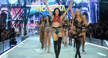 Babeen con las modelos del Victoria's Secret Fashion Show 2016