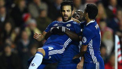 Cesc Fàbregas volvió a romper la red y Chelsea reafirma su liderato