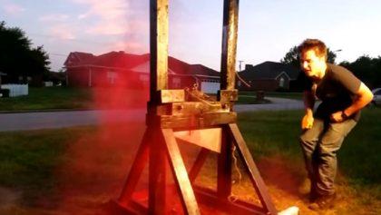 Por si pensaban guillotinar una lata de aerosol... no lo hagan
